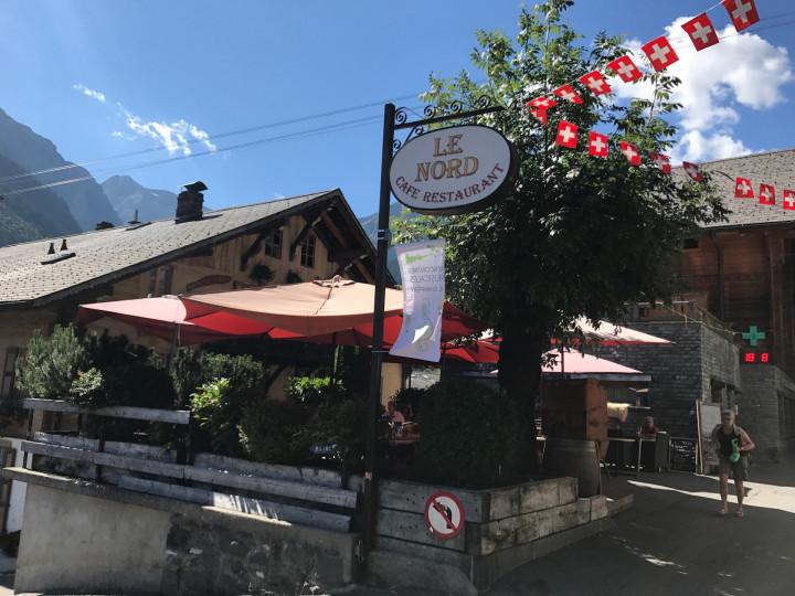 Roadtrip zwitserland gstaad champ ry montreux worldwidewendy - Eigentijds buitenkant terras ...